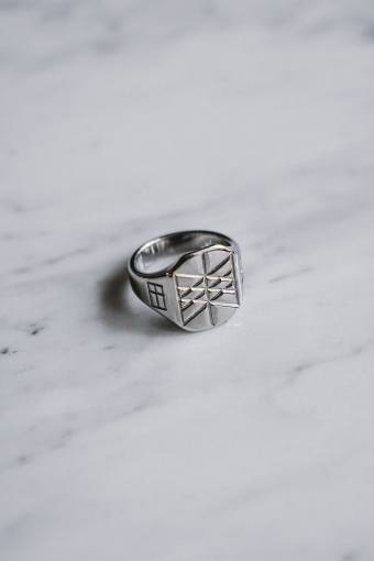 Web of Wyrd Signature Ring Sølvtonet.